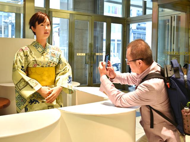 Humanoid-ChihiraAico-L-clad-in-a-Japanese-kimono-greets-a-customer-at-an-entrance-of-a-department-store-in-Tokyo-AFP-Photo