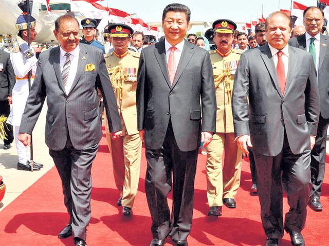 Chinese-President-Xi-Jinping-C-walks-with-his-Pakistani-counterpart-Mamnoon-Hussain-L-and-Prime-Minister-Nawaz-Sharif-R-upon-his-arrival-at-Nur-Khan-air-base-in-Rawalpindi-According-to-reports-Pakistan-and-China-would-launch-a-joint-think-tank-named-Research-and-Development-International-RANDI-AFP-Photo