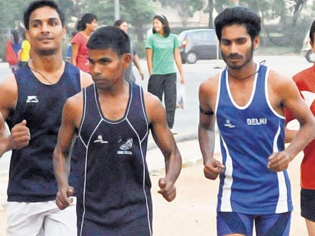 Para-athlete-Ram-Karan-Singh-2nd-R-trains-at-Nehru-Stadium-in-New-Delhi-The-visually-impaired-athlete-had-won-the-800m-silver-in-the-2014-Asian-Para-Games-Mohd-Zakir-HT-Photo
