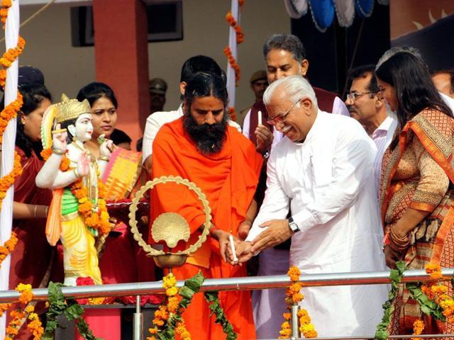 Yog-guru-Ramdev-with-Haryana-CM-Manohar-Lal-Khattar-Manoj-Dhaka-HT