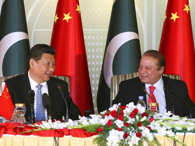 Chinese-President-Xi-Jinping-left-and-Pakistan-s-Prime-Minister-Nawaz-Sharif-attend-a-press-conference-after-their-talks-in-Islamabad-AP