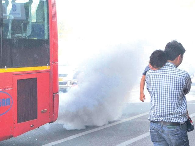 A-low-floor-diesel-bus-emits-clouds-of-smoke-near-SMS-Hospital-in-jaipur-on-Monday-Himanshu-Vyas-HT-Photo