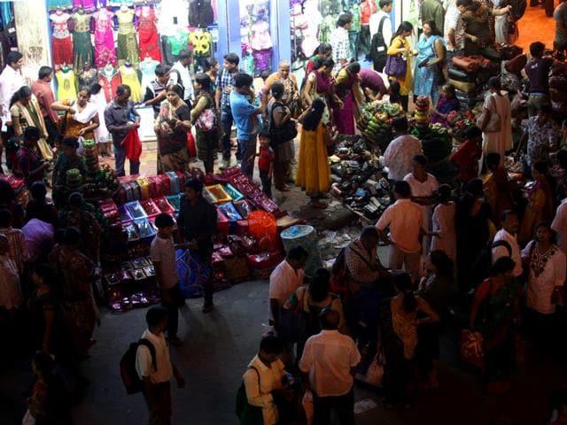 Hawkers-on-Ranade-Road-Dadar-Anshuman-Poyrekar-HT-file-photo