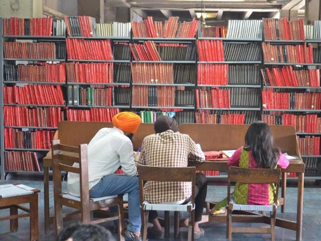 Students-reading-in-the-Bhai-Gurdas-Library-at-Guru-Nanak-Dev-University-in-Amritsar-Sameer-Sehgal-HT