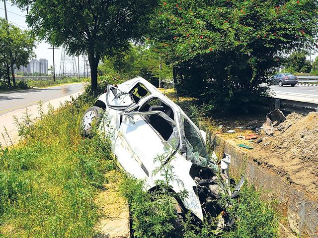 The-car-that-hit-the-police-team-that-left-two-cops-and-a-passenger-dead-Sunil-Ghosh-HT-Photo