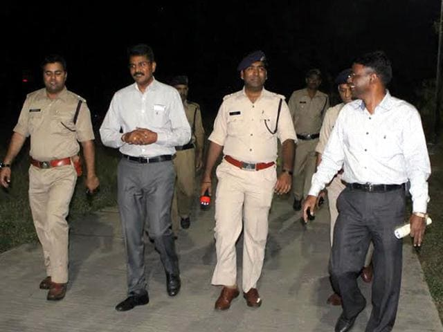 Indore-DIG-Rakesh-Gupta-monitors-the-combing-operations-just-in-front-of-Crystal-Park-in-Indore-following-three-loot-incidents-in-the-city-HT-photo