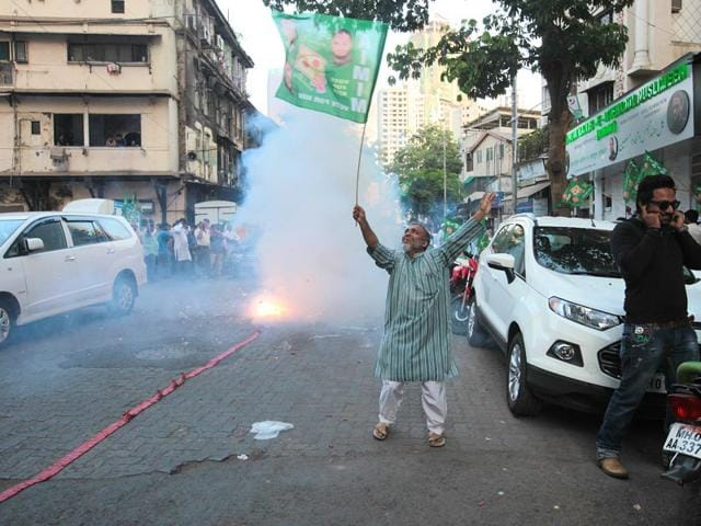 AIMIM-supporter-celebrates-the-party-s-victory-in-Aurangabad-civic-polls-at-Nagpada-Mumbai-Anshuman-Poyrekar-HT-photo