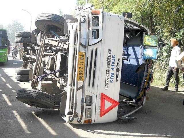 bus accident,bus collides with truck,road accident
