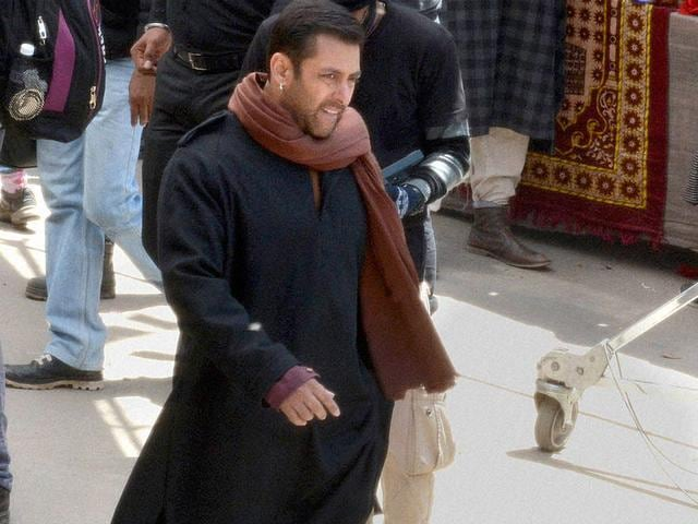 Salman Khan during shooting of his upcoming movie Bajrangi Bhaijaan, at Aishmuqam in Anantnag District of Jammu and Kashmir on Thursday. (PTI Photo)