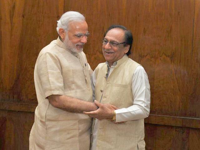 PM-Narendra-Modi-met-Pakistani-ghazal-legend-Ghulam-Ali-at-his-residence-on-24-April-2015-Twitter-account-PMO-India