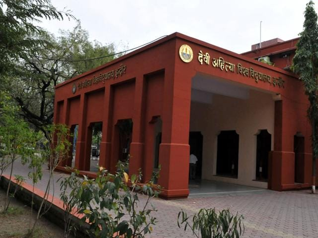 Devi Ahilya Vishwavidyalaya,National Students Union of India,higher education