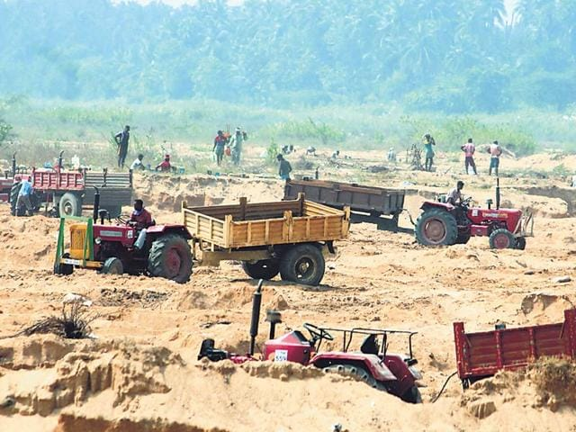 Illegal-mining-on-the-Palar-river-bed-in-full-swing-at-Tamil-Nadu-s-Vellore-district-HT-Photo