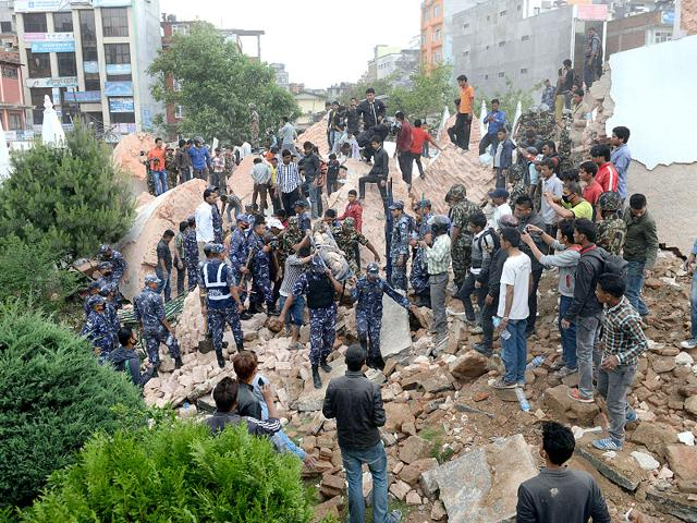 Emergency-rescue-workers-carry-a-victim-on-a-stretcher-after-Dharara-tower-collapsed-after-an-earthquake-in-Kathmandu-Getty-Images