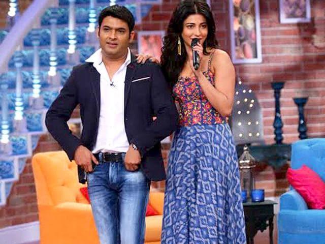 Shruti-Haasan--poses-with-Kapil-Sharma
