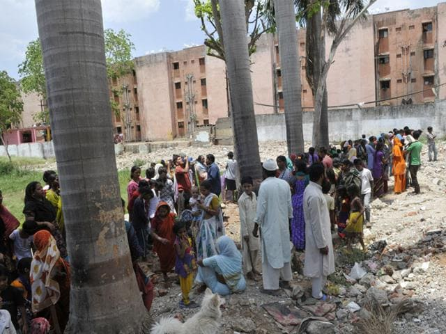 People-in-Bhopal-s-Tulsi-Nagar-rushed-out-of-their-houses-as-mild-tremors-were-experienced-in-Bhopal-Praveen-Bajpai-HT-photo