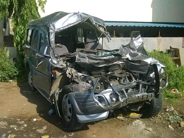 Four-people-died-and-eight-others-were-injured-after-their-SUV-crashed-into-a-truck-on-the-Mumbai-Pune-Expressway-45km-from-Pune-HT-photo