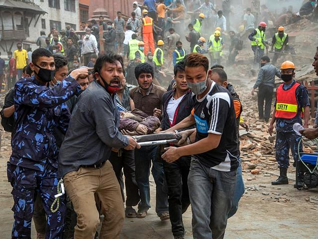 People-clear-rubble-in-Kathmandu-s-Durbar-Square-a-UNESCO-World-Heritage-Site-that-was-severely-damaged-by-an-earthquake-on-Saturday-AFP-Photo
