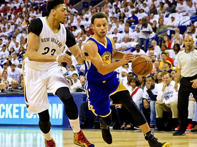 Golden-State-Warriors-guard-Stephen-Curry-30-drives-past-New-Orleans-Pelicans-forward-Anthony-Davis-23-during-the-first-quarter-in-game-four-of-the-first-round-of-the-NBA-Playoffs-at-the-Smoothie-King-Center-Derick-E-Hingle-USA-TODAY-Sports