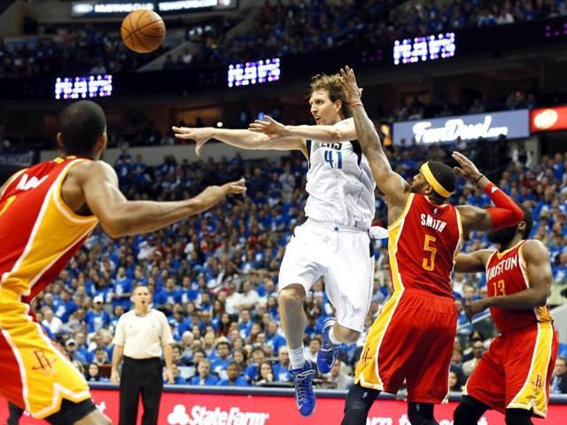 Dirk-Nowitzki-of-the-Dallas-Mavericks-passes-the-ball-back-in-the-second-half-of-Game-4-in-an-NBA-basketball-first-round-playoff-series-in-Dallas-AP-Photo