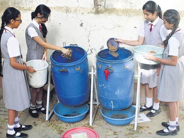 Mumbai school kids,Apostolic Carmel High School and Junior College in Bandra,dry waste