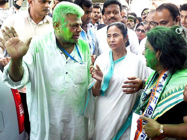West-Bengal-chief-minister-and-TMC-chief-Mamata-Banerjee-with-her-party-activists-at-her-Kalighat-residence-after-her-party-s-win-in-Kolkata-Municipal-Corporation-election-on-Tuesday-PTI-Photo