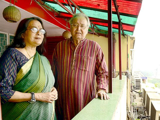 Actor-Soumitra-Chatterjee-R-with-Swatilekha-Sengupta-The-two-were-earlier-paired-in-Satyajit-Ray-s-National-Award-winning-Ghare-Baire-in-1984-This-is-Swatilekha-s-comeback-film-after-30-years-Prateek-Choudhury-HT-Photo