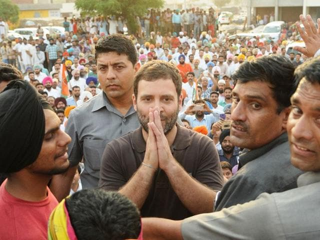 AICC-vice-president-Rahul-Gandhi-interacting-with-farmer-at-Sirhind-grain-market-on-Tuesday-Bharat-Bhushan-HT