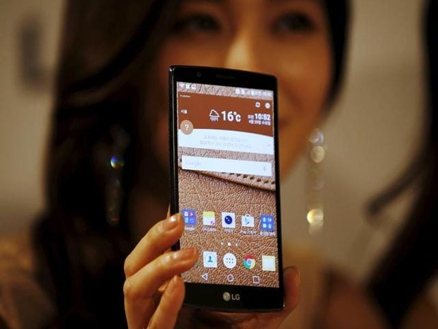 A-model-poses-for-photographs-with-LG-Electronics-new-smartphone-G4-during-its-unveiling-ceremony-in-Seoul-Photo-Reuters