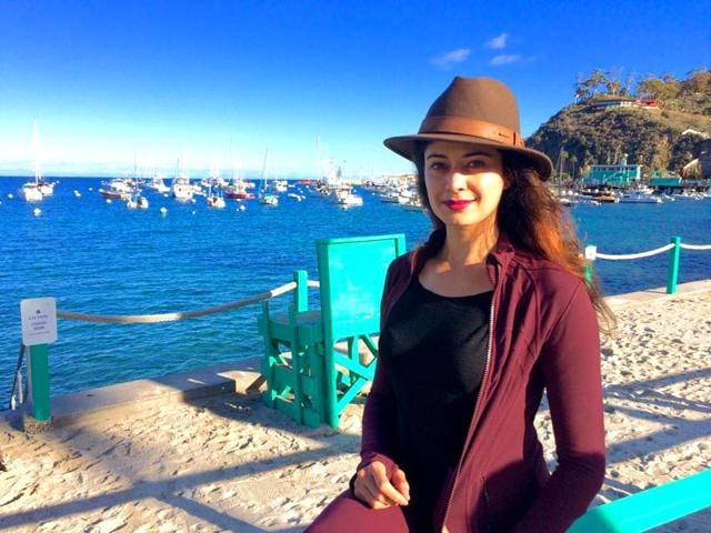 90s-actor-Pooja-Batra-owns-a-production-company-Glow-Bell-Inc-which-helps-collaborate-productions-between-Hollywood-and-Bollywood-iampoojabatra-Facebook