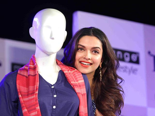 Deepika-Padukone-at-an-ethnic-wear-collection-in-Mumbai-on-April-28-2015-The-collection-was-inspired-by-Deepika-s-upcoming-film-Piku--IANS-Photo