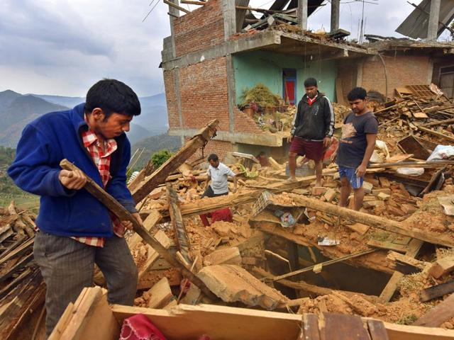 People-clear-the-debris-of-an-earthquake-damaged-house-in-Sindhupalchok-district-Nepal-Gurinder-Osan-HT-Photo