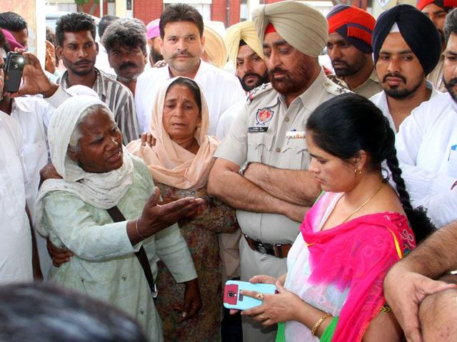 Sukhdev-Singh-father-of-the-Orbit-bus-incident-victim-addressing-the-media-in-Moga-JS-Grewal-HT-Photo