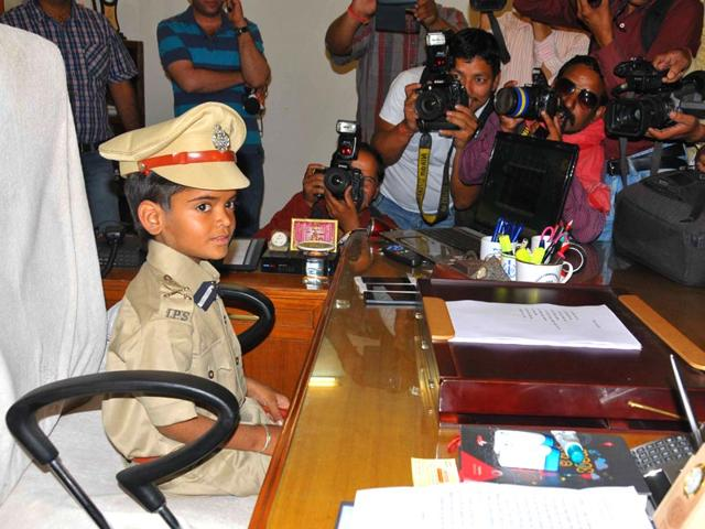 Girish-Sharma-s-wish-of-becoming-a-cop-was-fulfilled-by-the-Make-a-Wish-Foundation-and-the-Rajasthan-police-Prabhakar-Sharma-HT-Photo