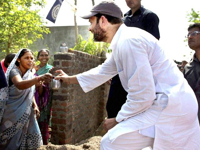 Congress-vice-president-Rahul-Gandhi-is-offered-water-by-a-village-woman-during-his-15-km-padyatra-in-Amravati-district-in-Vidarbha-region-of-Maharashtra-PTI-photo