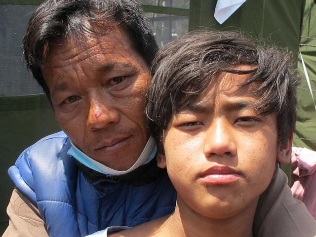 Nepal-earthquake-survivor-Pemba-Tamang-with-father-Surya-Tamang-HT-Photo