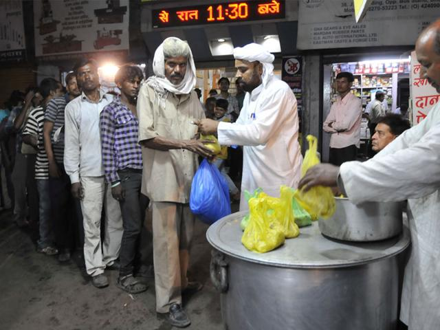 Maqbool-Mansoori-who-owns-an-eatery-stall-in-Bhopal-said-he-kept-aside-a-part-of-his-earnings-to-feed-the-poor-HT-file-photo