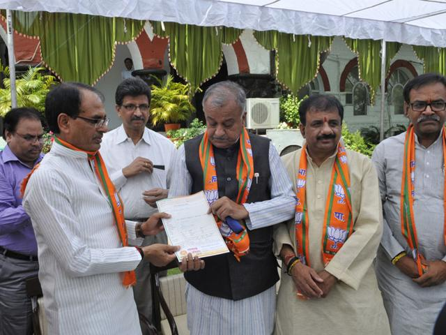 CM-Shivraj-Singh-Chouhan-and-BJP-state-president-Nand-Kumar-Singh-Chauhan-during-launch-of-the-party-s-mass-contact-campaign-in-Bhopal-on-Saturday-HT-photo