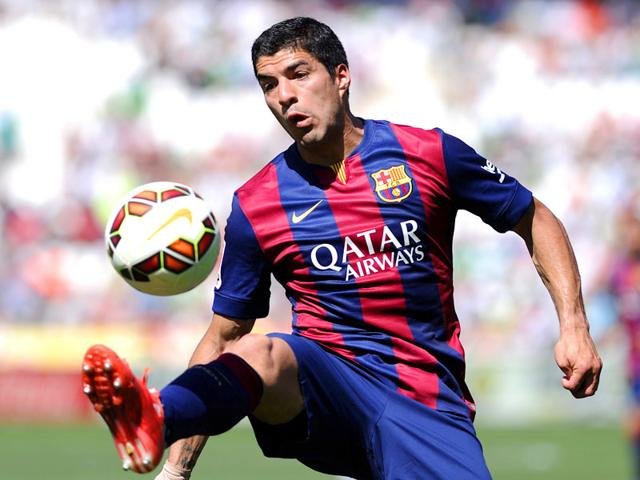 Barcelona-forward-Luis-Suarez-controls-the-ball-during-the-match-against-Cordoba-at-El-Arcangel-stadium-in-Cordoba-on-May-2-2015-AFP-Photo
