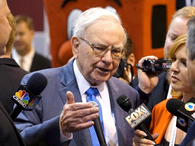 Berkshire-Hathaway-CEO-Warren-Buffett-talks-to-reporters-prior-to-the-Berkshire-annual-meeting-in-Omaha-Reuters