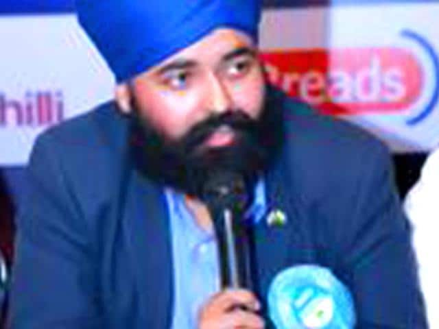 UK Polls,Sikh candidate harassed at Dubai airport,Amandeep Singh Bhogal