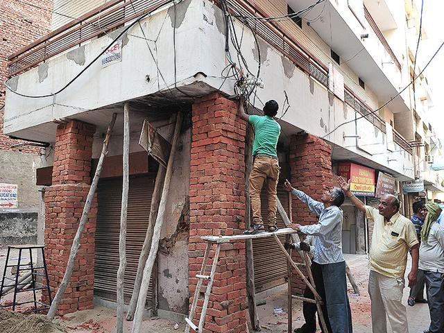 Building-owner-Narinder-Verma-says-the-cracks-developed-after-an-electrician-hit-a-pillar-with-a-hammer-to-make-a-hole-in-it-Keshav-Singh-HT-Photo