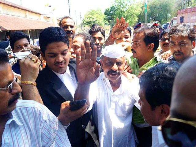 Underworld-gangster-and-former-MLA-Arun-Gawli-comes-out-of-central-jail-in-Nagpur-after-he-was-granted-15-days-parole-by-jail-authorities-for-his-son-s-wedding-Photo-credit-Sunny-Shende