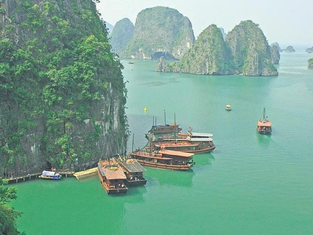 The-picturesque-Halong-Bay-in-Vietnam