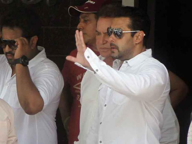 Salman-Khan-leaves-for-court