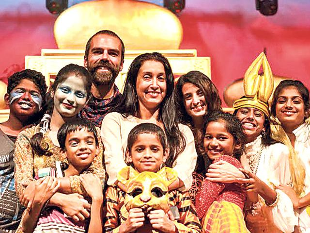 Shaheen-Mistri-centre-who-founded-Teach-For-India-with-underprivileged-children-during-a-musical-performance-recently