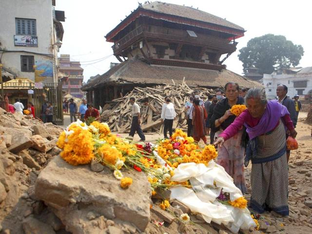 Nepalese-women-offer-floral-tributes-to-victims-killed-in-last-week-s-earthquake-at--Basantapur-Durbar-Square-in-Kathmandu-Nepal-Thursday-May-7-2015-AP-PTI