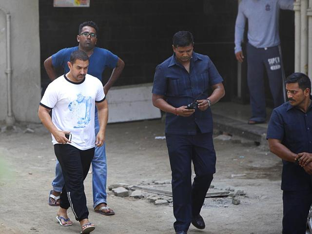 Salman-Khan-s-close-friend-and-superstar-Aamir-Khan-met-the-actor-at-his-Bandra-residence-after-the-Dabangg-star-was-pronounced-guilty-in-the-2002-hit-and-run-case-Satish-Bate-HT-photo