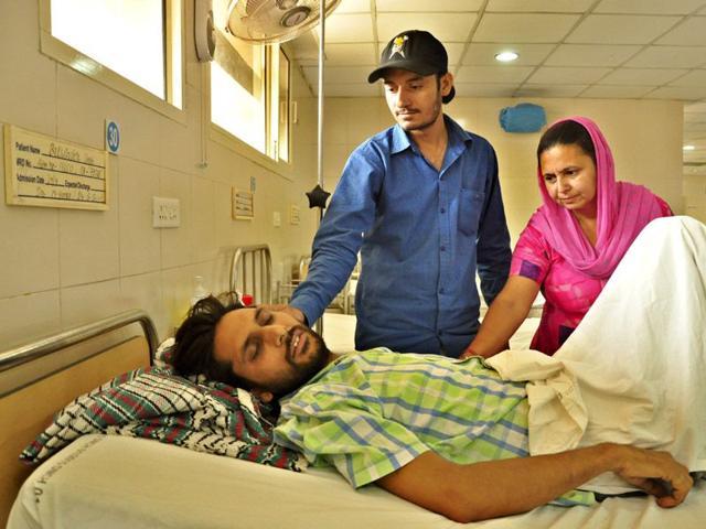 Balwinder-Singh-admitted-at-DMC-Hospital-in-Ludhiana-HT