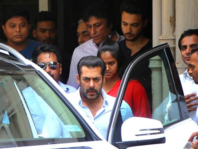 Salman-Khan-leaves-for-court-after-Bombay-High-Court-suspended-his-sentence-in-Mumbai-India-on-Friday-Photo-by-Pratham-Gokhale-Hindustan-Times