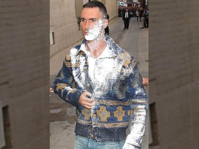 Adam-Levine-gets-attacked-by-flour